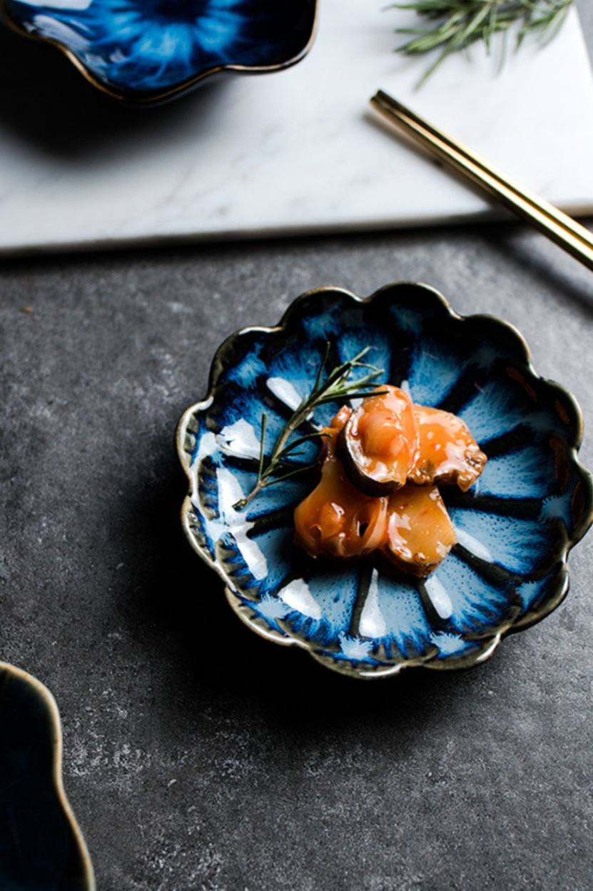 Creative Small Dish Ceramic Japanese Flower Plate Seasoning Soy Sauce Bowl Vinegar Dishes Ketchup Plates Decoration Gift Cultery